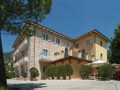 hotel assisi viole esterno1 471x375 1